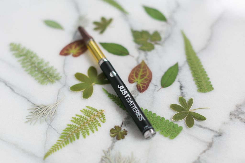 DOES SMOKING A CBD VAPE PEN SMELL LIKE A CIGARETTE?